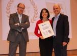 Gladys Herrera E Iván Darío Chahín, reciben el premio Cine y Salud  2015 otorgado a Fundación EDEX, en el ámbito Latinoamericano, de manos de José Manuel Jiménez Torres, jefe del Servicio de Promoción de la Salud de Dirección General de Salud Pública de Aragón.