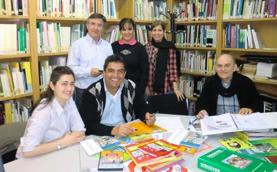 El Dr. Elías A. Góngora C. y compañeras de la UADY en su visita a Fundación EDEX